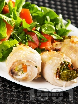Пилешки рулца (роле) от филе със зеленчукова плънка от карфиол, броколи и моркови - снимка на рецептата